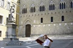 Images of Italy ~ Piazza Salimbeni, Siena ~ News in Siena ~ 1605B