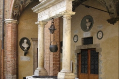 Images of Italy ~ Siena courtyard 1481